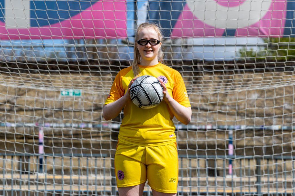 West Ham United's teenage goalkeeper North loaned to Dulwich Hamlet