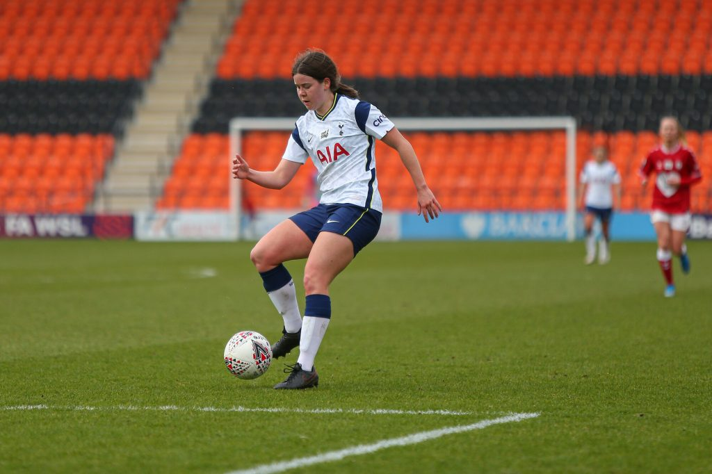 Promising young defender Morgan signs first professional contract at Spurs