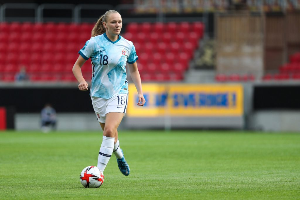 Arsenal's Maanum and Chelsea's Reiten provide assists in huge victory for Norway